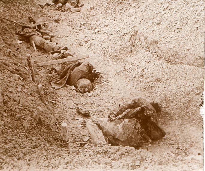 scènes de combat A2_cadavres_de_soldats_allemands_a_Souain_Marne